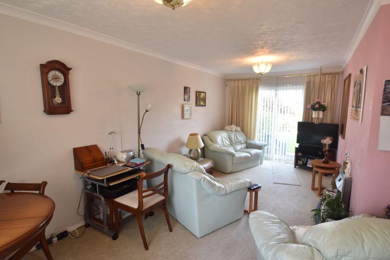 3 bedroom Semi-Detached  to buy in Birdsfoot Lane, Luton - Photo 5