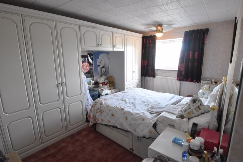 3 bedroom Semi-Detached  to buy in Birdsfoot Lane, Luton - Photo 6