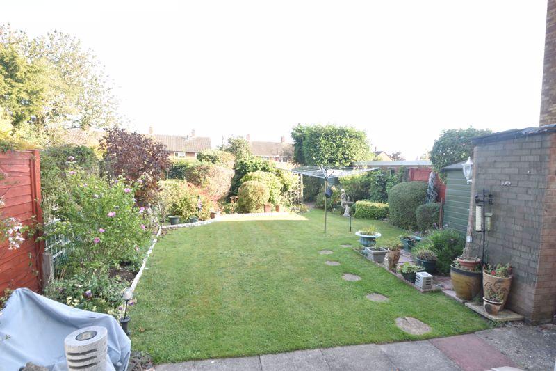 3 bedroom Semi-Detached  to buy in Birdsfoot Lane, Luton - Photo 9