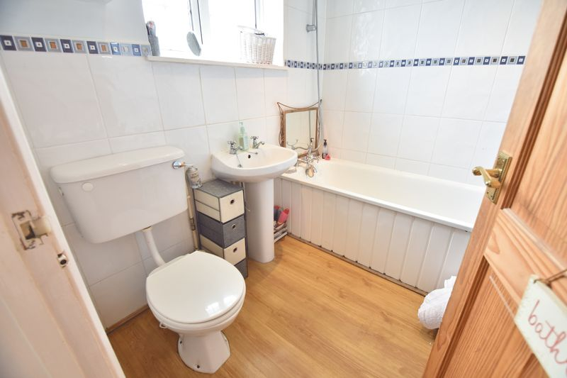 4 bedroom End Terrace to buy in Luton Road, Luton - Photo 1