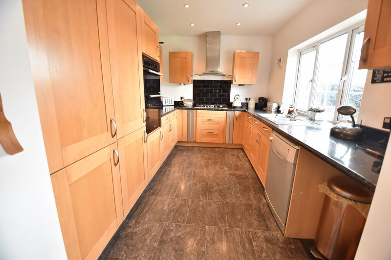 4 bedroom End Terrace to buy in Luton Road, Luton - Photo 6