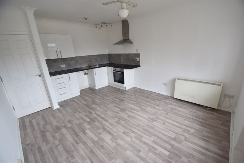 1 bedroom Flat to rent in 30 Waller Avenue, Luton