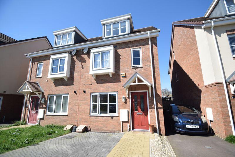 3 bedroom Semi-Detached  to buy in Verde Close, Luton