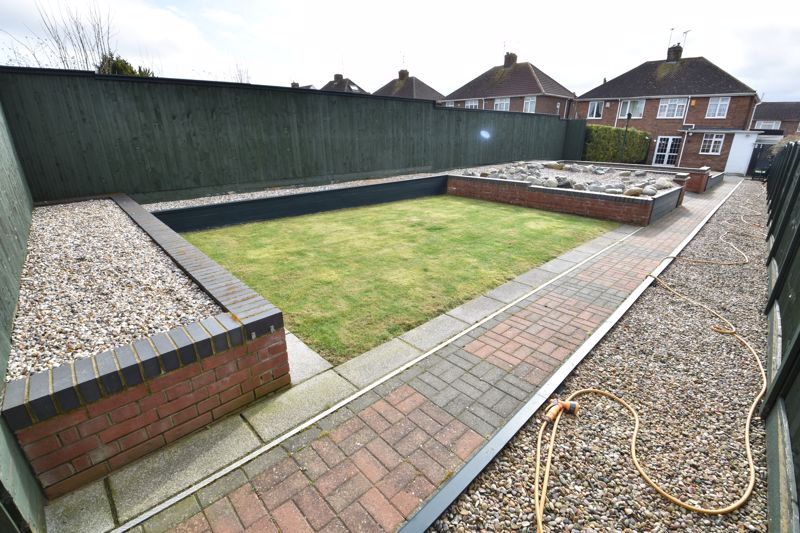 3 bedroom Semi-Detached  to buy in Shakespeare Road, Luton - Photo 7