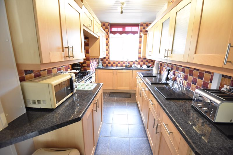 3 bedroom Semi-Detached  to buy in Shakespeare Road, Luton - Photo 8