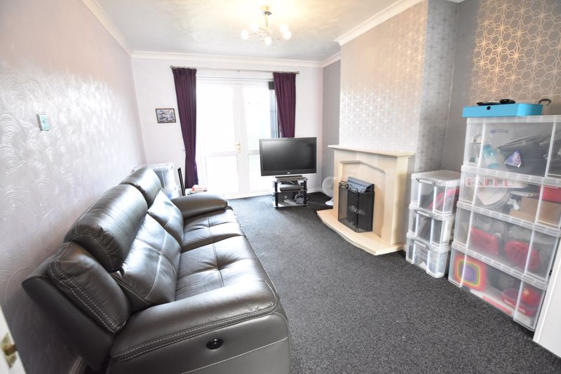 3 bedroom Semi-Detached  to buy in Shakespeare Road, Luton - Photo 17