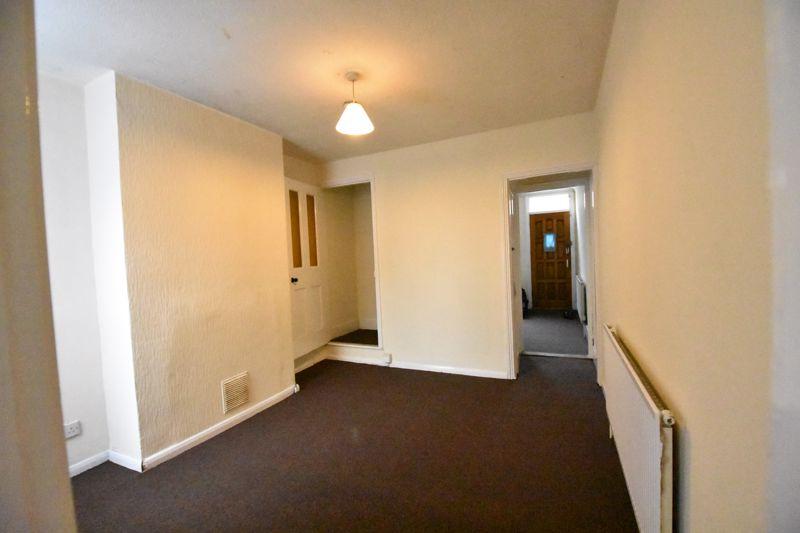 2 bedroom Mid Terrace to rent in Ashton Road, Luton - Photo 2