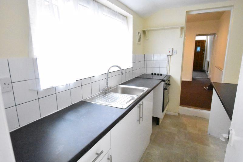 2 bedroom Mid Terrace to rent in Ashton Road, Luton - Photo 5