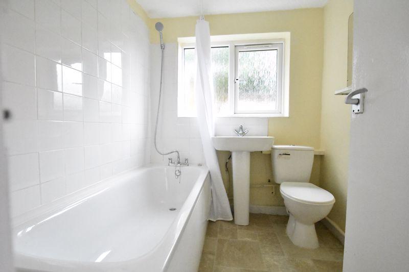 2 bedroom Mid Terrace to rent in Ashton Road, Luton - Photo 6