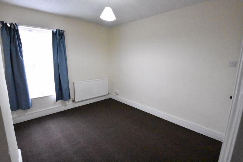 2 bedroom Mid Terrace to rent in Ashton Road, Luton - Photo 8