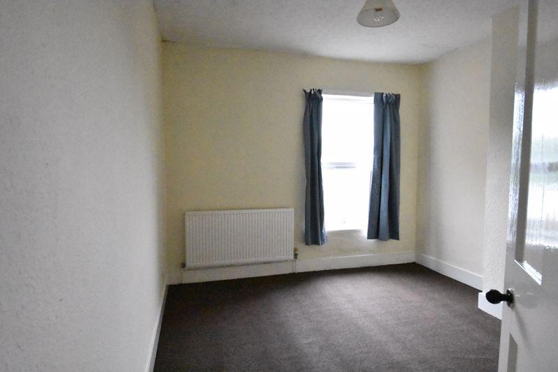 2 bedroom Mid Terrace to rent in Ashton Road, Luton - Photo 10