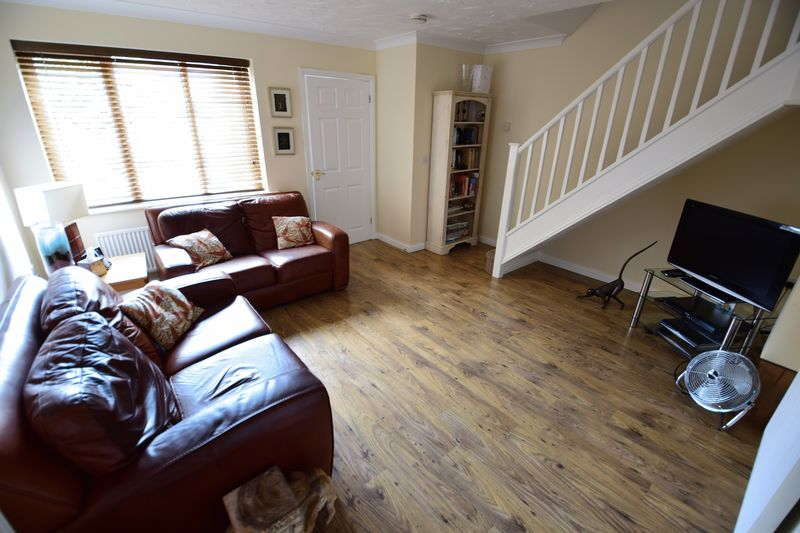 3 bedroom End Terrace to buy in Dunraven Avenue, Luton - Photo 3