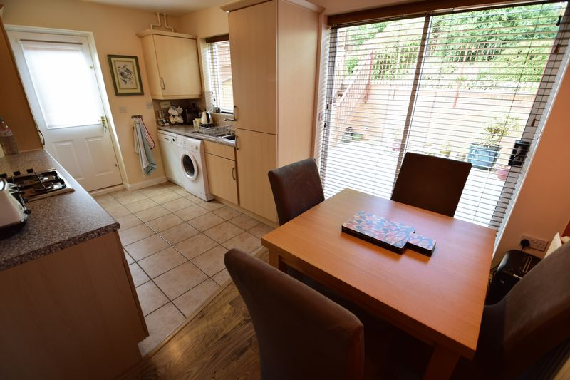 3 bedroom End Terrace to buy in Dunraven Avenue, Luton - Photo 4