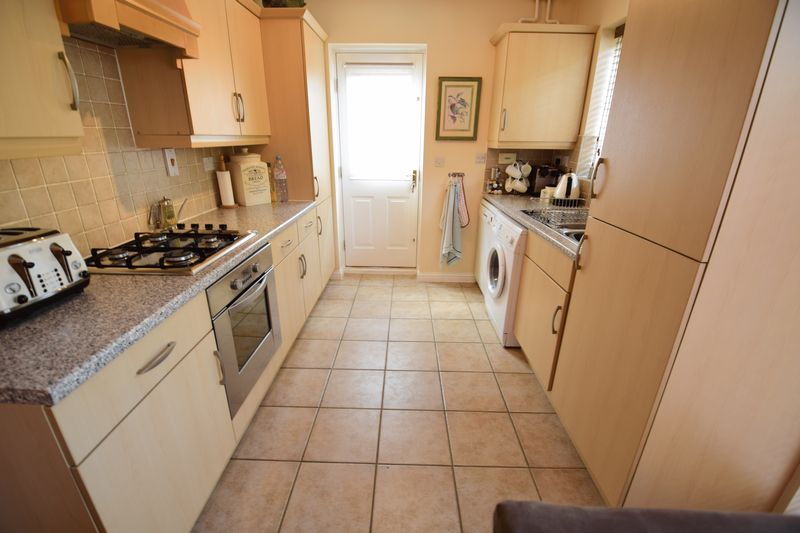 3 bedroom End Terrace to buy in Dunraven Avenue, Luton - Photo 5