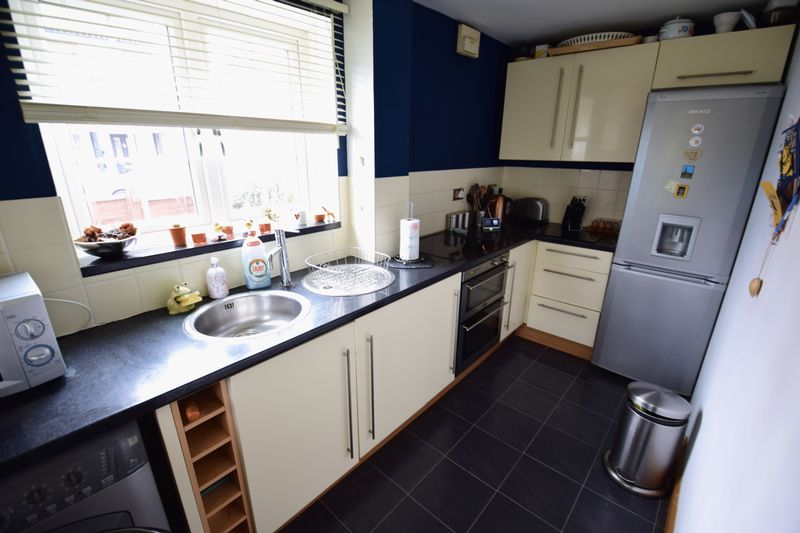 2 bedroom End Terrace to buy in Cheslyn Close, Luton - Photo 5