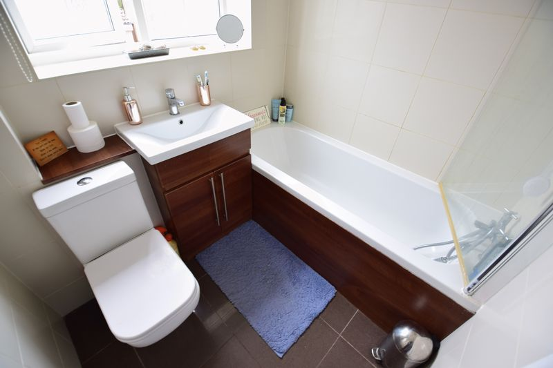 2 bedroom End Terrace to buy in Cheslyn Close, Luton - Photo 9