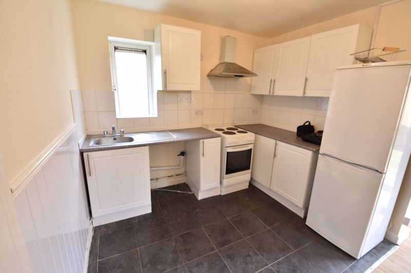 3 bedroom Apartment / Studio to buy in Butterworth Path, Luton - Photo 2