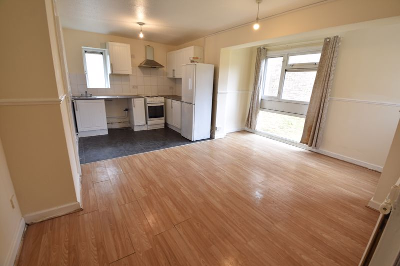 3 bedroom Apartment / Studio to buy in Butterworth Path, Luton - Photo 3