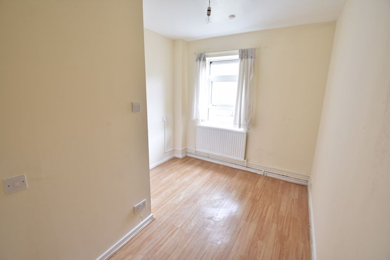 3 bedroom Apartment / Studio to buy in Butterworth Path, Luton - Photo 5