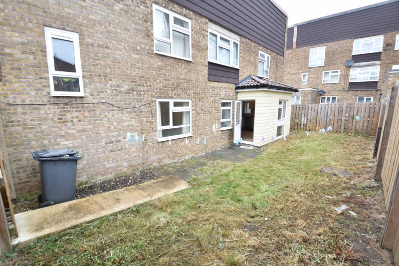 3 bedroom Apartment / Studio to buy in Butterworth Path, Luton - Photo 8