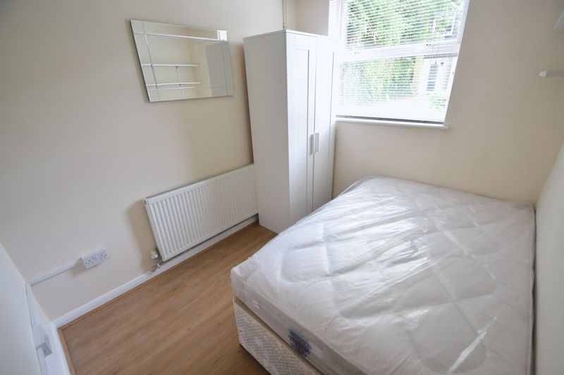 5 bedroom Mid Terrace to rent in Trowbridge Gardens, Luton - Photo 7