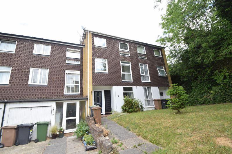 5 bedroom Mid Terrace to rent in Trowbridge Gardens, Luton