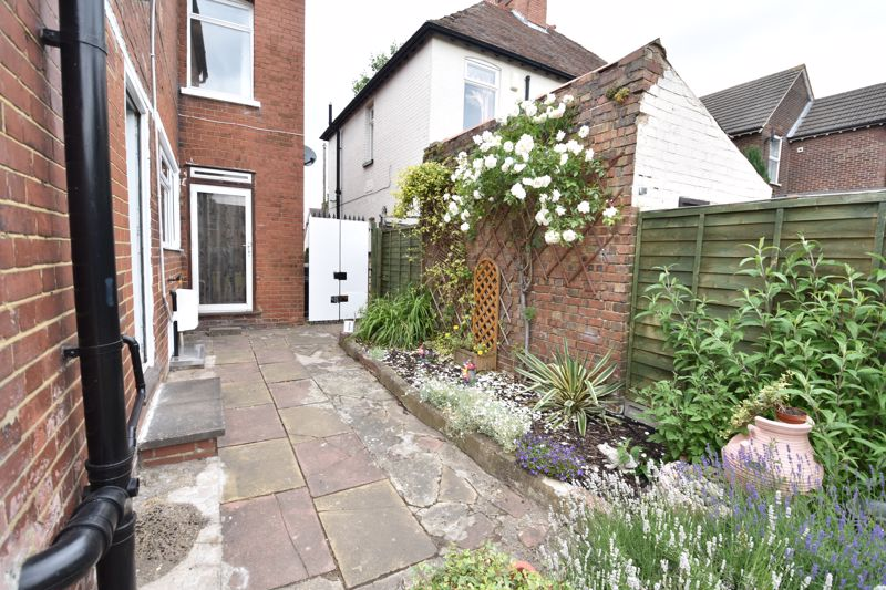 3 bedroom  to buy in Limbury Road, Luton - Photo 3