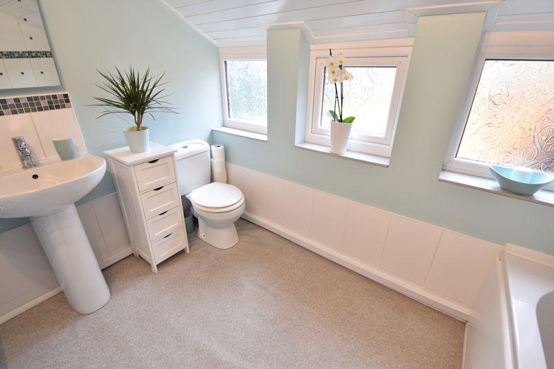 3 bedroom  to buy in Limbury Road, Luton - Photo 5