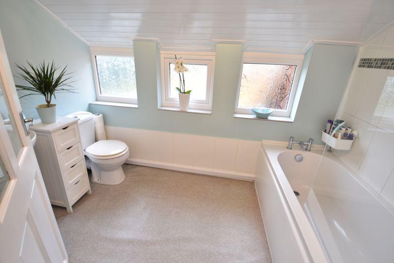 3 bedroom  to buy in Limbury Road, Luton - Photo 6