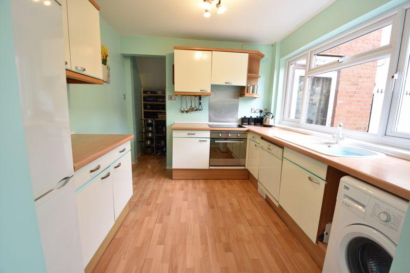 3 bedroom  to buy in Limbury Road, Luton - Photo 8