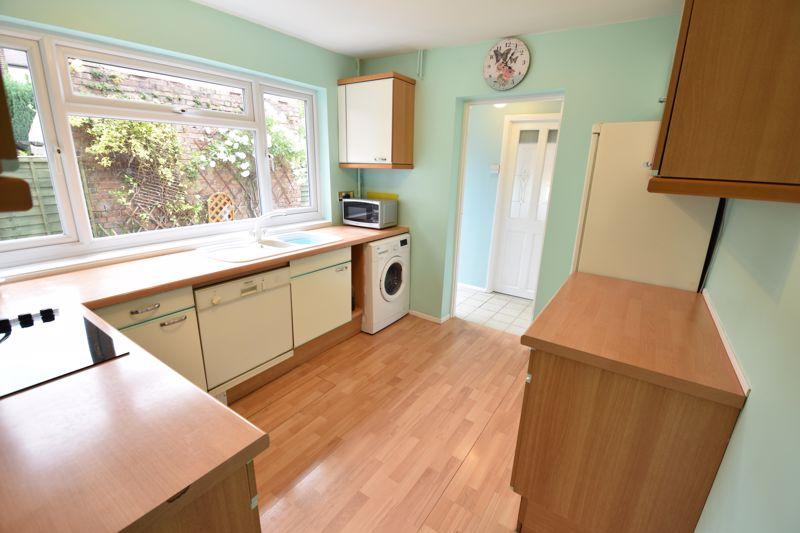 3 bedroom  to buy in Limbury Road, Luton - Photo 9