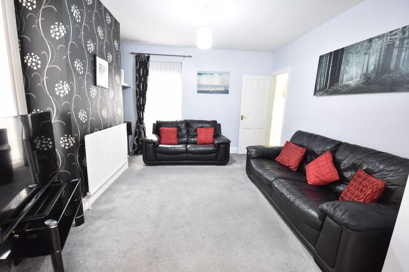 3 bedroom  to buy in Limbury Road, Luton - Photo 11