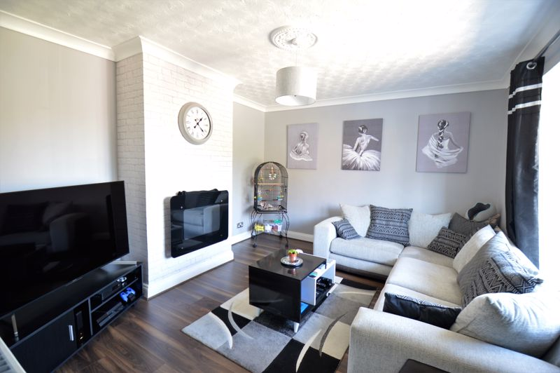 3 bedroom End Terrace to buy in Littlefield Road, Luton - Photo 1