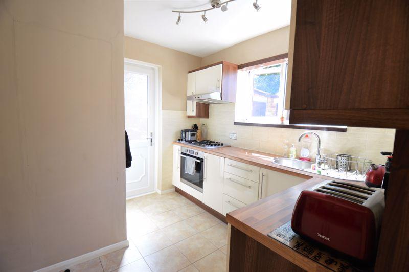 3 bedroom End Terrace to buy in Littlefield Road, Luton - Photo 3
