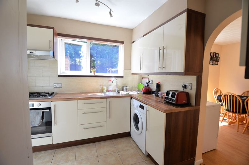 3 bedroom End Terrace to buy in Littlefield Road, Luton - Photo 4