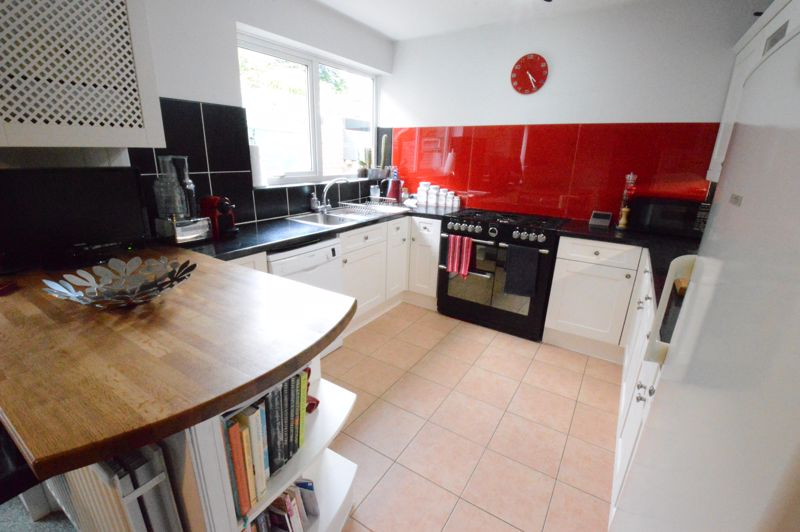 3 bedroom End Terrace to buy in Ashton Road, Luton - Photo 5