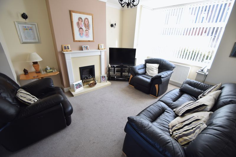3 bedroom End Terrace to buy in Winch Street, Luton - Photo 1