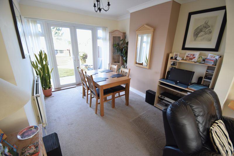 3 bedroom End Terrace to buy in Winch Street, Luton - Photo 2