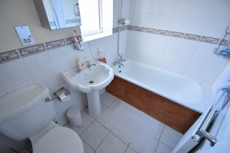 3 bedroom End Terrace to buy in Winch Street, Luton - Photo 8