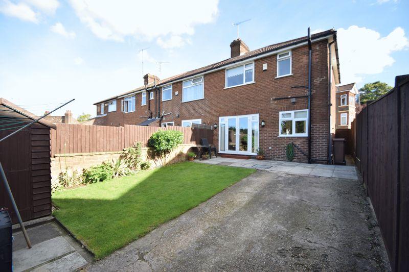 3 bedroom End Terrace to buy in Winch Street, Luton - Photo 9