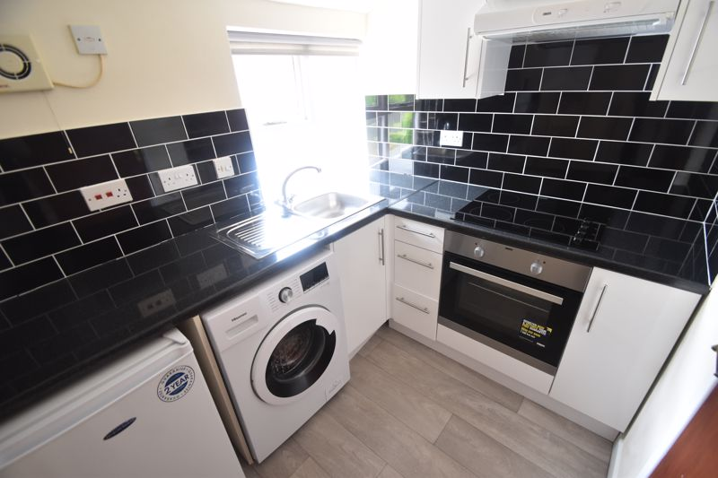 1 bedroom Flat to rent in Old Park Road, Hitchin - Photo 2
