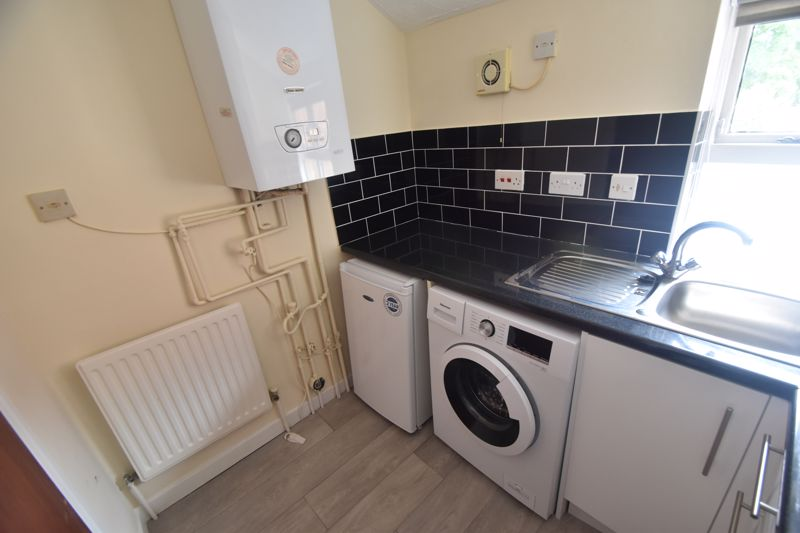 1 bedroom Flat to rent in Old Park Road, Hitchin - Photo 3