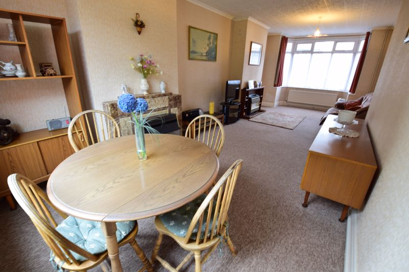 3 bedroom Semi-Detached  to buy in Mountfield Road, Luton - Photo 4