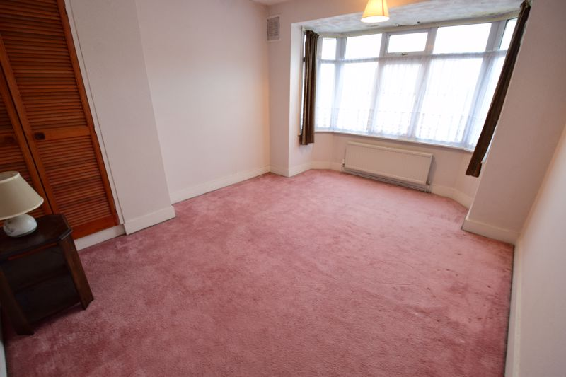 3 bedroom Semi-Detached  to buy in Mountfield Road, Luton - Photo 6