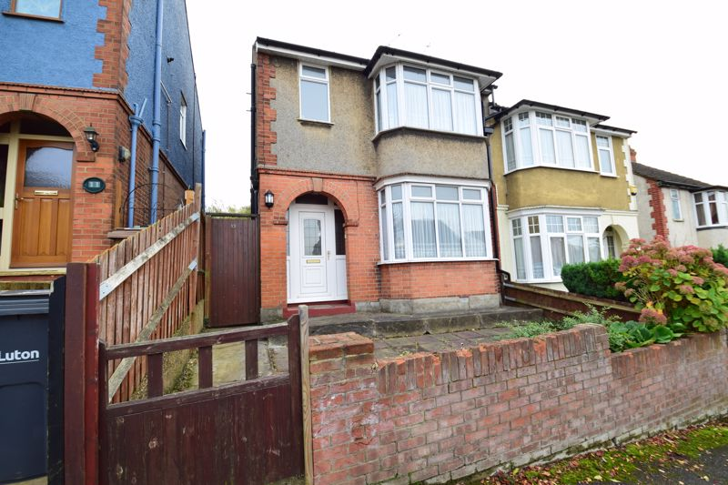 3 bedroom Semi-Detached  to buy in Mountfield Road, Luton