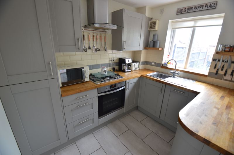 2 bedroom Mid Terrace to buy in The Belfry, Luton - Photo 3