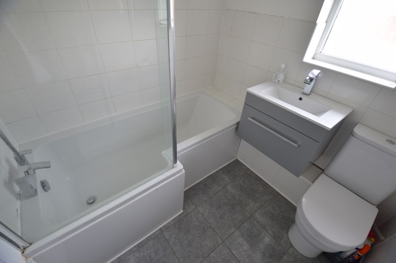 2 bedroom Mid Terrace to buy in The Belfry, Luton - Photo 9