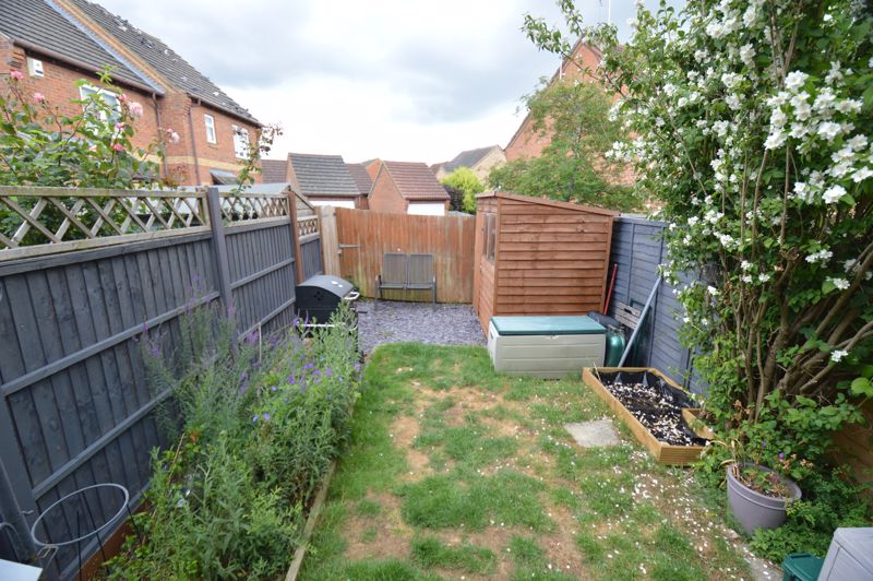2 bedroom Mid Terrace to buy in The Belfry, Luton - Photo 12