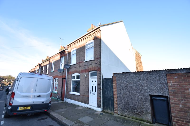 3 bedroom End Terrace to buy in Harcourt Street, Luton