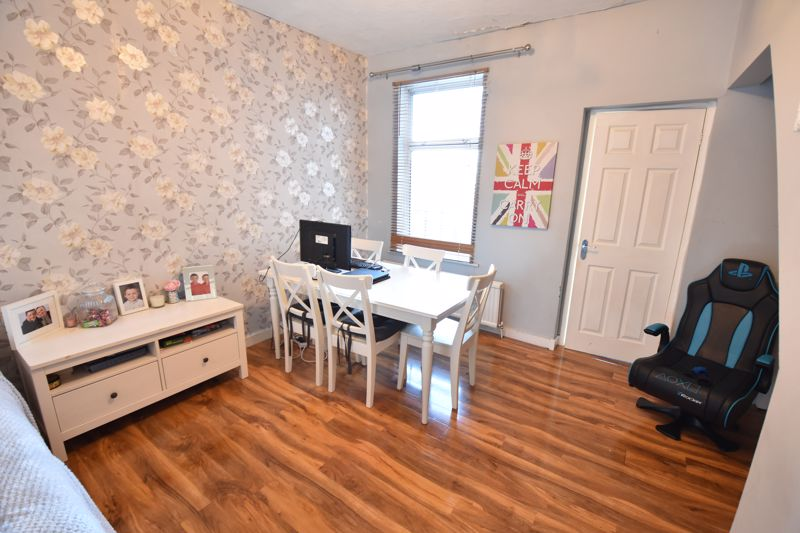 3 bedroom End Terrace to buy in Harcourt Street, Luton - Photo 3